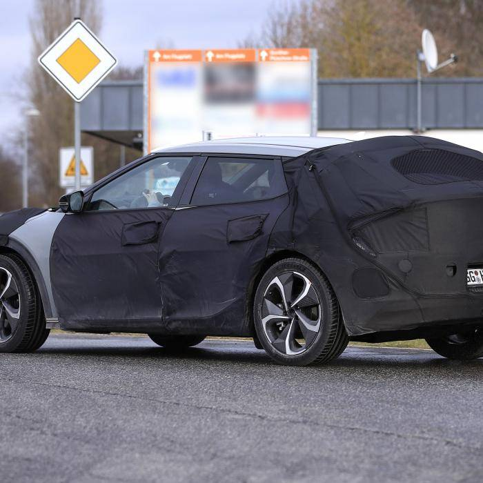 Hier rijdt de elektrische Hyundai Ioniq 5, maar dan van Kia