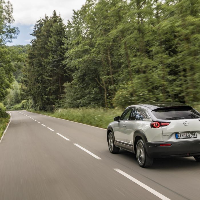 Drie voordelen en drie nadelen van de elektrische Mazda MX-30