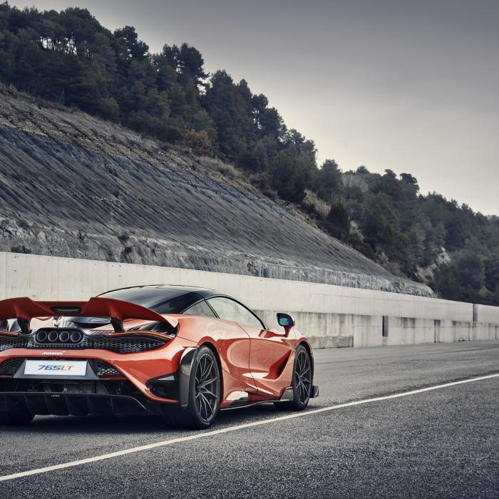 Voel je de koning te rijk in deze bijzondere oranje auto's