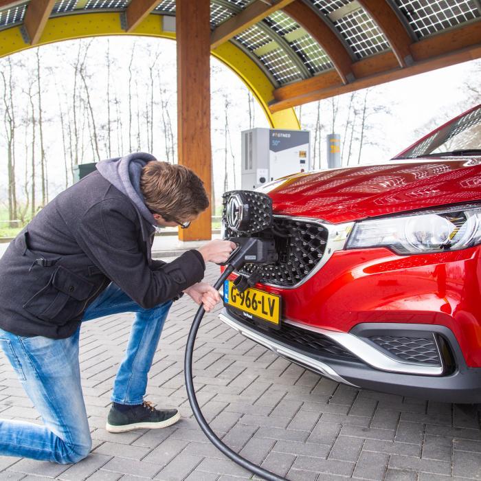 Aantal particulieren dat elektrische auto koopt, groeit hard