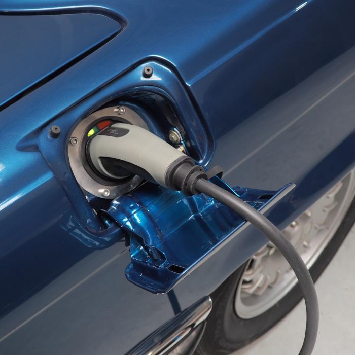 Mercedes SL viert vijftigste verjaardag met een accupakket