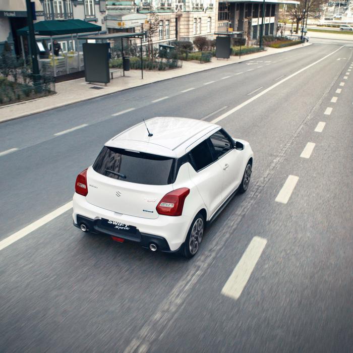 Suzuki Swift Sport zet in opn (een klein beetje) stroom