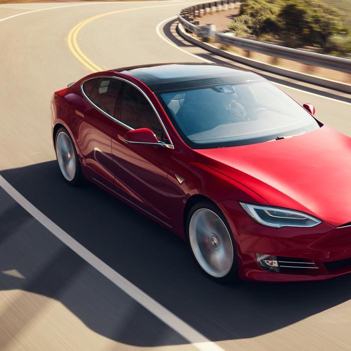 Tesla Model S rijdt 150 km/h op Autopilot, bestuurder slaapt
