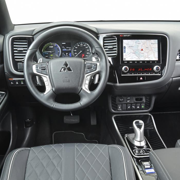 Welke hybride suv met stekker is het zuinigst? BMW X1, Ford Kuga of Mitsubishi Outlander