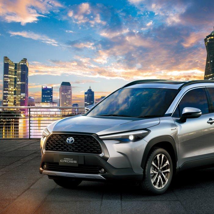De nieuwe Toyota Corolla Cross zit tussen de C-HR en RAV4 in