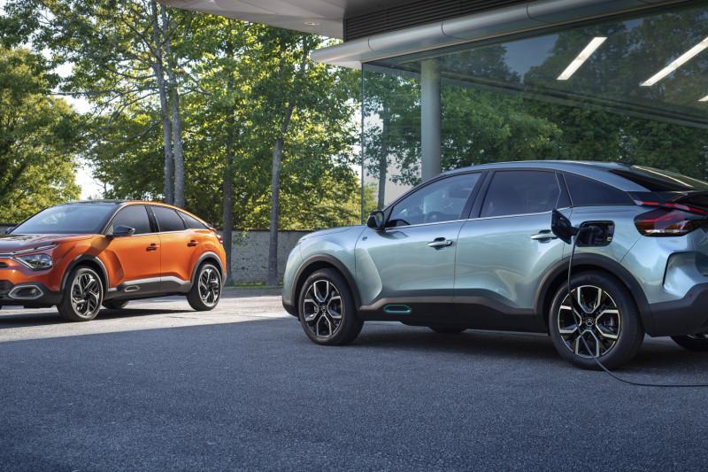 Zien jullie de GS-trekjes van de nieuwe Citroën C4?