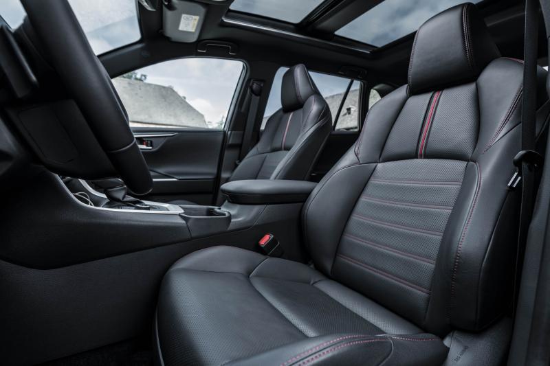 Komt je 5 euro tekort voor een Suzuki Across? Kies dan de Toyota RAV4 Plug-in Hybrid