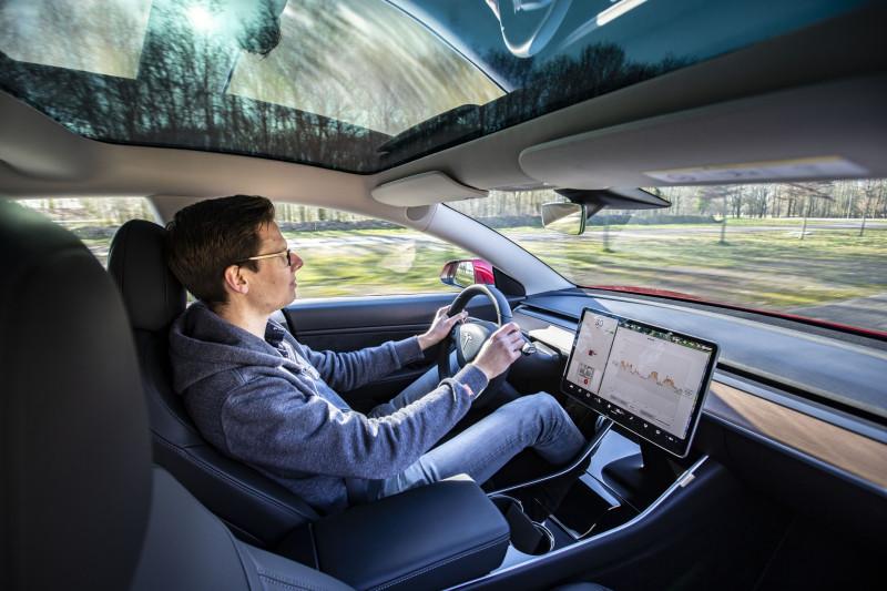 Tesla Autopilot is misleidende reclame, vinden ze in Duitsland