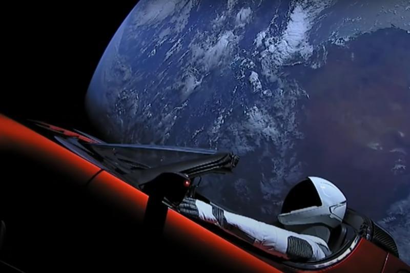 Tesla Roadster van Elon Musk komt aan bij planeet Mars