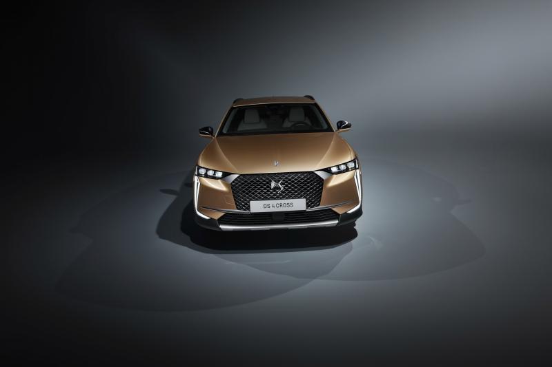 De nieuwe DS 4 is een Citroën C4 met kapsones
