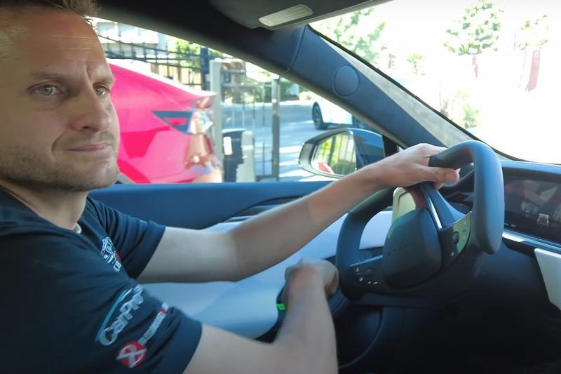 VIDEO - Dit is waarom het Knight Rider-stuurtje van Tesla niet werkt