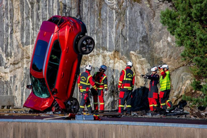 Waarom Volvo auto's van 30 meter hoogte naar beneden laat vallen?