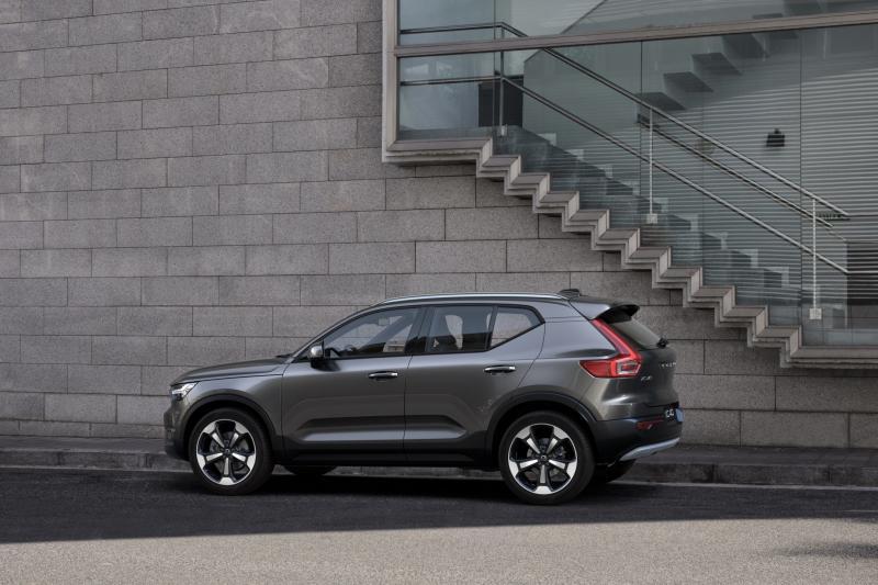 Volvo XC40 obtiene una versión híbrida suave.  El híbrido existente se vuelve más económico