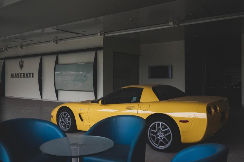 Gevonden in verlaten dealerbedrijf: Ferrari 575 Superamerica, Porsche Carrera GT