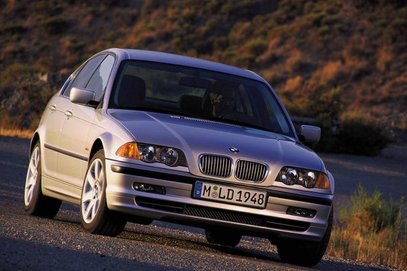Onderzoek: 'Jonge mannen rijden BMW 3-Serie, jonge vrouwen Toyota Aygo'