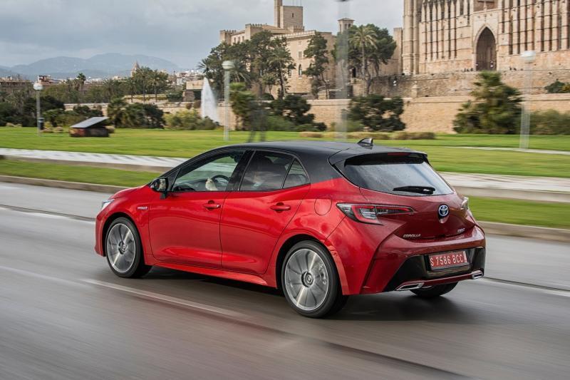 Toyota Corolla 4-drs prijzen en specificaties