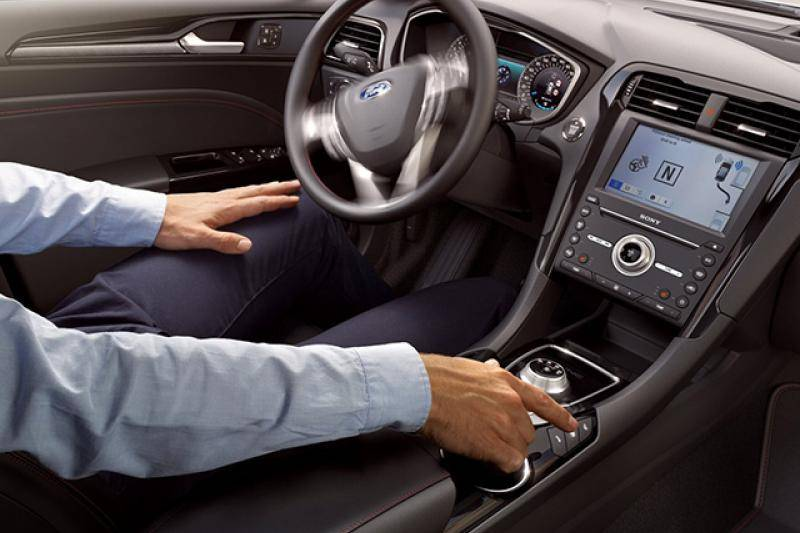 Ford Mondeo 4-drs prijzen en specificaties