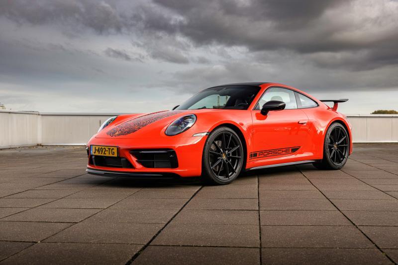 Gijs van Lennep drukt zijn stempel (letterlijk) op de Porsche 911