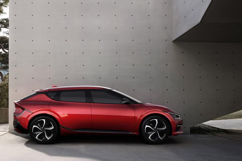 VIDEO - Elektrische Kia EV6 verslaat alle supercars ter wereld (net niet)