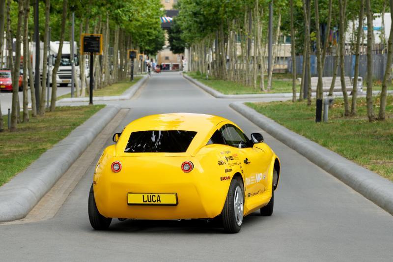 Deze Nederlandse auto heet Luca en is gemaakt van lege flesjes
