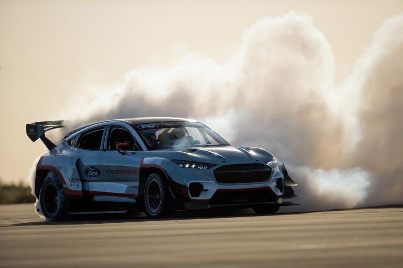 Driftmachine Ford Mustang Mach-E 1400 heeft 7 elektromotoren!