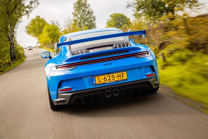 Eerste review - In de Porsche 911 GT3 schreeuwt niet alleen de motor van genot. Ook jij ...