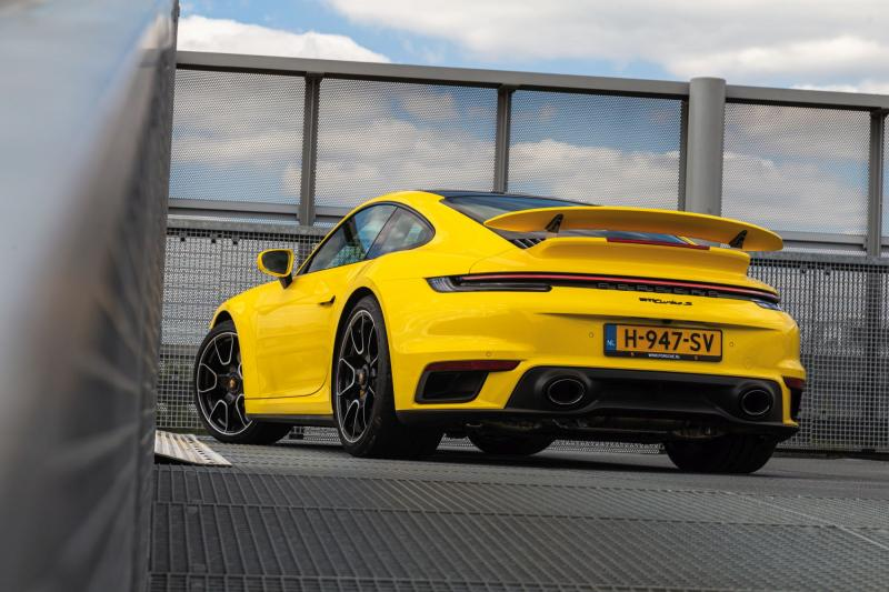 Porsche 911 Turbo S: Supercar waarmee je ook naar de supermarkt kan