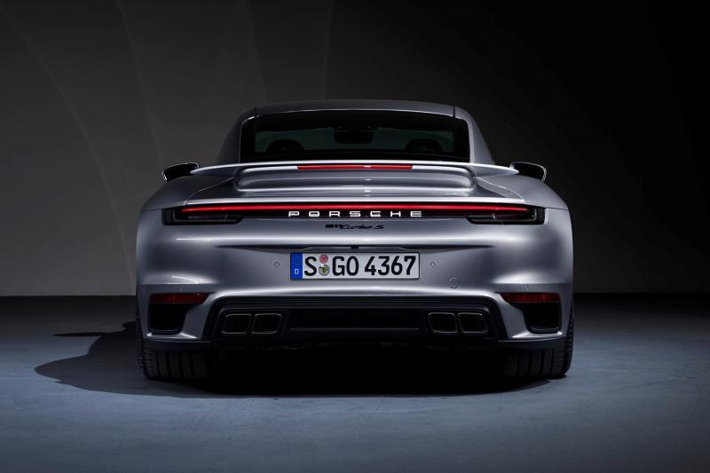 De Porsche 911 Turbo S heeft een dikke kont
