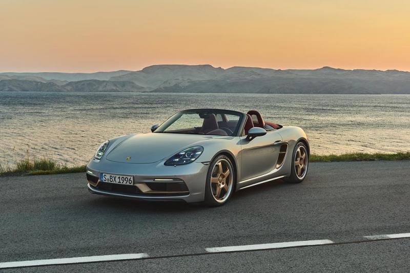 Zilverkleurige Porsche 718 Boxster 25 Years viert zilveren Boxster-jubileum
