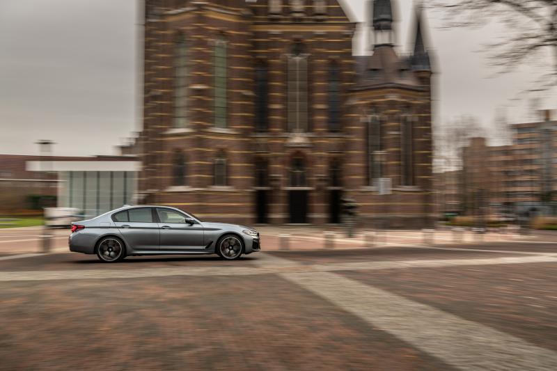 In deze Nederlandse steden gaat jouw BMW automatisch elektrisch rijden