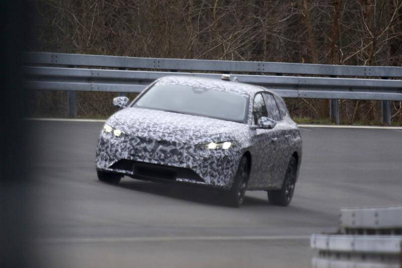 Ook de nieuwe Peugeot 308 krijgt een setje 'slagtanden'