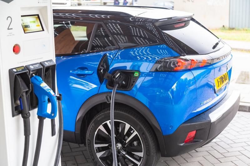 Electric Peugeot e-208 now cheaper than regular Peugeot 208