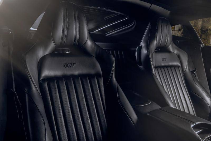 Cool? Of suf? Aston Martin Vantage en DBS 007 Edition