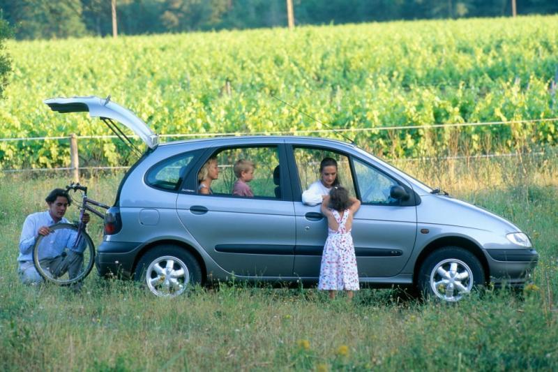 Scénic 25 años: por qué a nadie le gusta la fiesta de los monovolúmenes de Renault