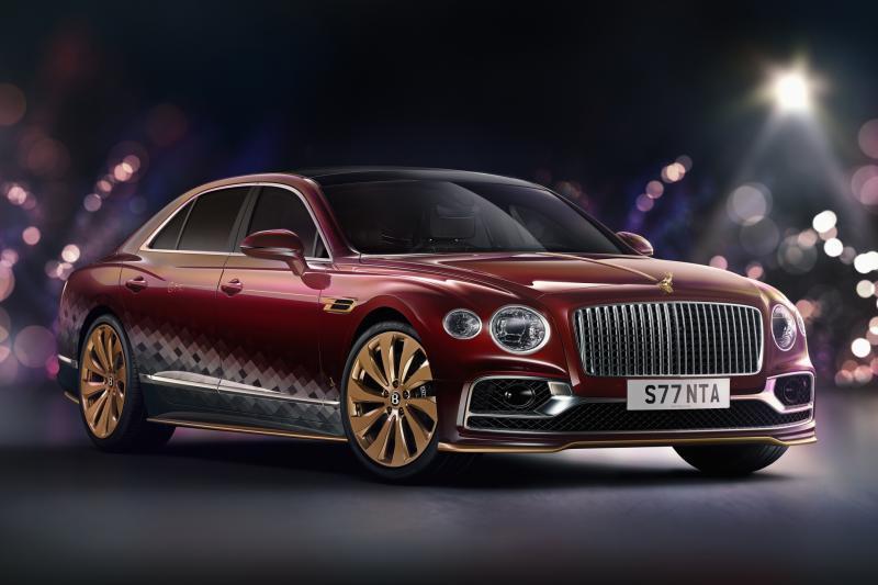 Bentley Flying Spur van de Kerstman heeft gouden rendier op de neus