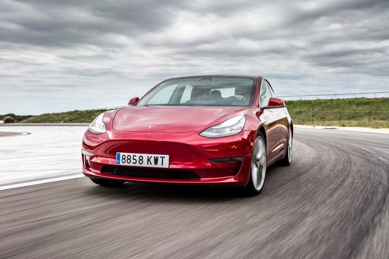 Hoe Duitsland de kopers van elektrische auto's en stekkerhybrides in de watten legt