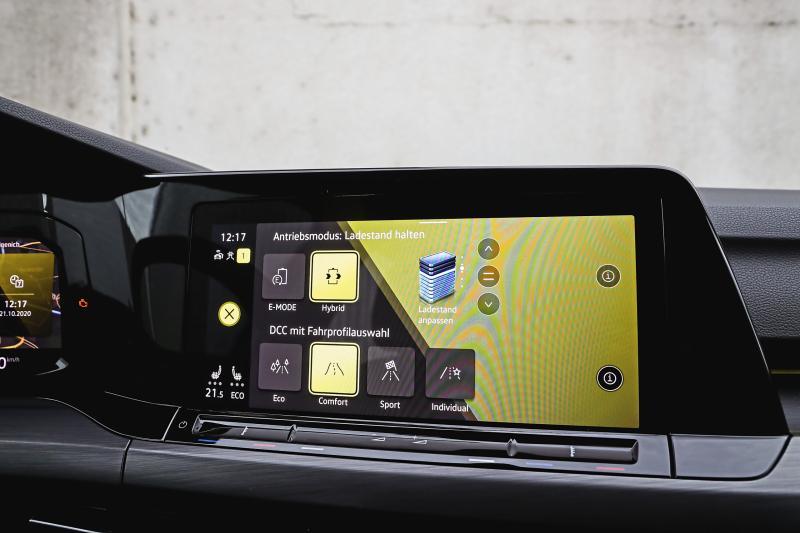 Hoe zuinig zijn de hybride Mercedes A 250e en VW Golf e-Hybrid nu echt?
