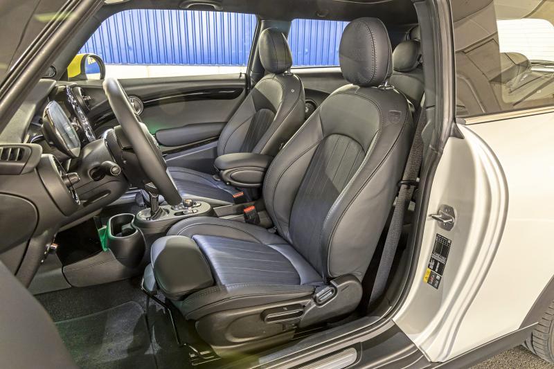 Test Mini Electric en Peugeot e-208: welke is beter voor lange afstanden?