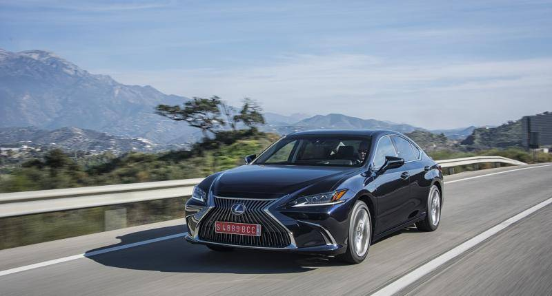 Eerste review Lexus ES 300h