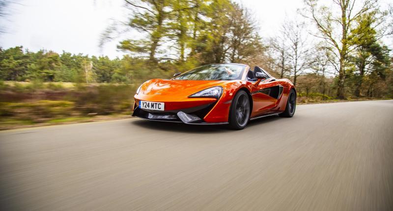 Oranje boven! Zo onweerstaanbaar is de de McLaren 570S Spider