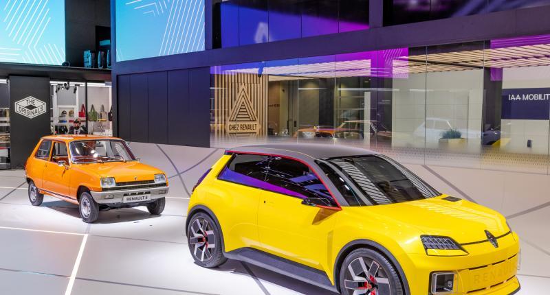 Nieuwe Renault 5 ontmoet oudere broertjes op IAA, gaat in 2024 in productie