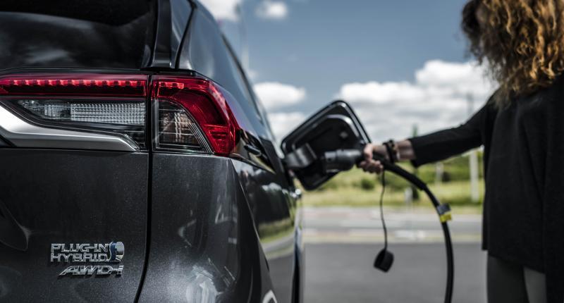 Paniekvoetbal? Toyota lobbyt nog steeds keihard tegen elektrische auto's