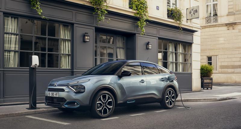 Waarom de elektrische Citroën e-C4 opeens 2200 euro goedkoper is