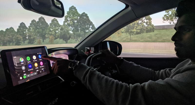 'Multimediagebruik gevaarlijker dan drank en drugs achter het stuur'