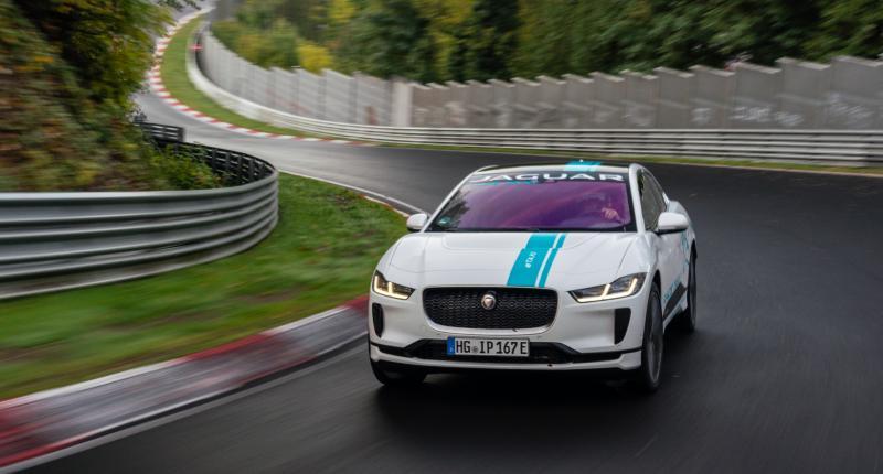 Rondje meerijden op de Nürburgring? Boek de Jaguar i-Pace Ringtaxi.