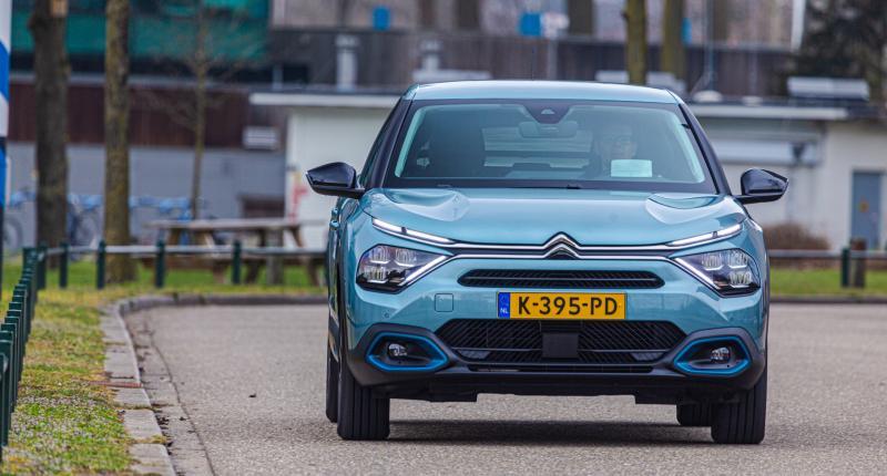 Test - Over de elektrische Citroën e-C4 kun je heerlijk mopperen