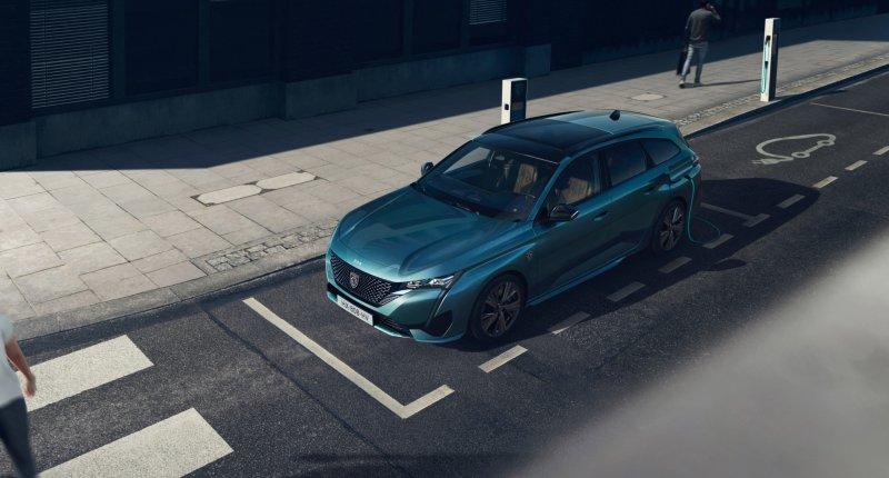Nieuwe Peugeot 308 SW is groter dan zijn voorganger, maar niet ruimer