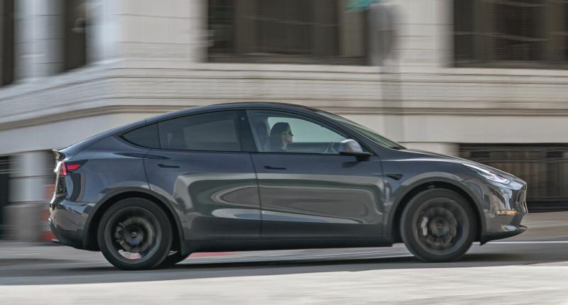 Tesla pleit voor hogere boetes voor te vieze auto's. Eigenbelang? Ja, natuurlijk ...