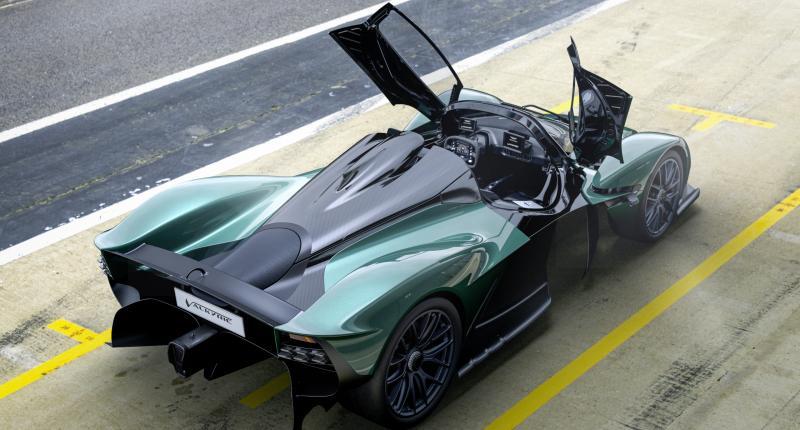 Na één rit in de Aston Martin Valkyrie Spider ben je kaal