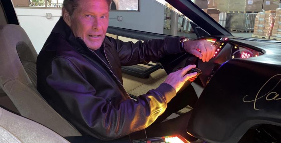 Koop KITT uit Knight Rider! Dan komt David Hasselhoff hem brengen